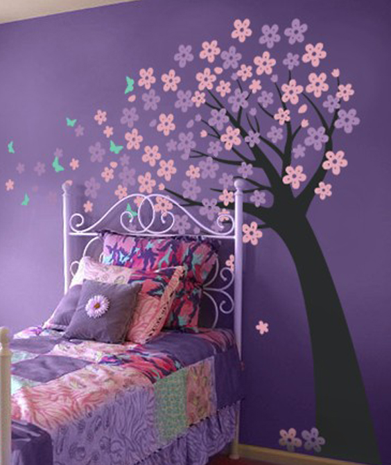 vinilo-decorativo-arbol-inclinado-con-flores-y-mariposas